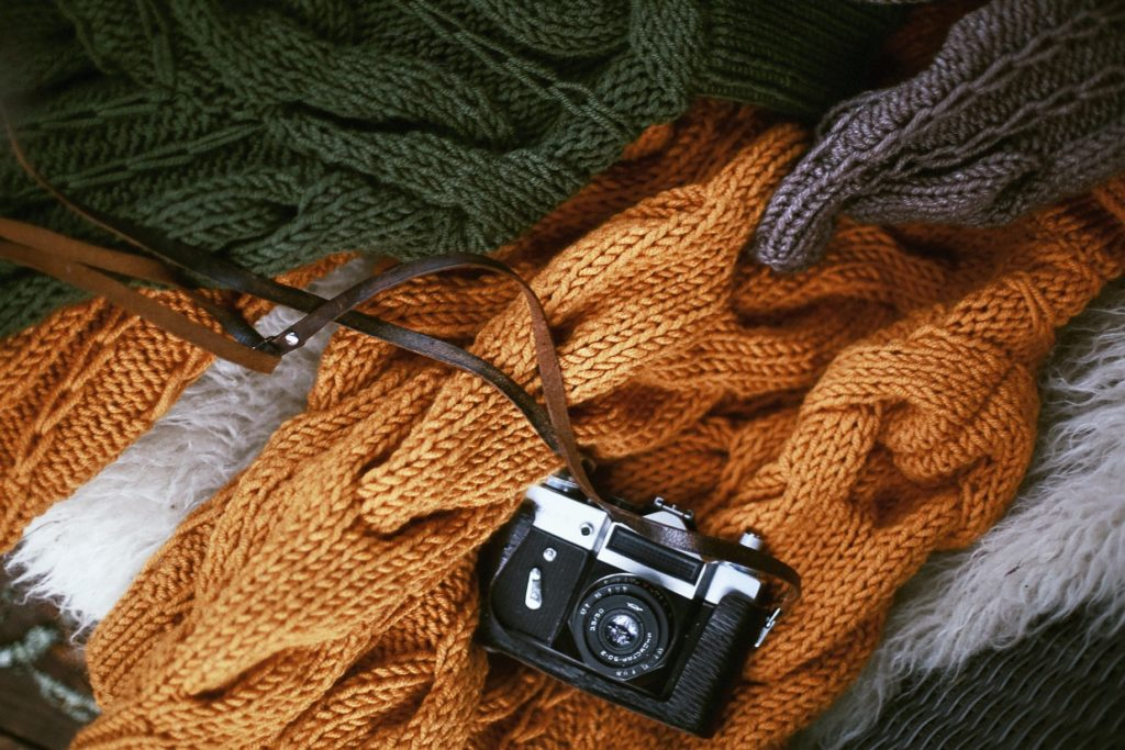wkładki pod pachy - jak ubrać się na jesień